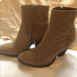 Matisse Booties Womens Size 8 Suede Leather boots